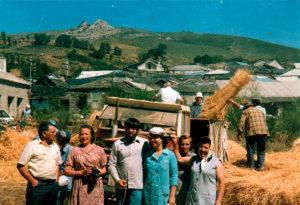 En familia con la cosecha